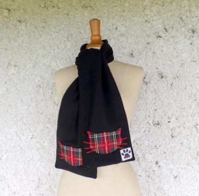 """Echarpe polaire """"Chacha"""" noire et grand écossais rouge"""