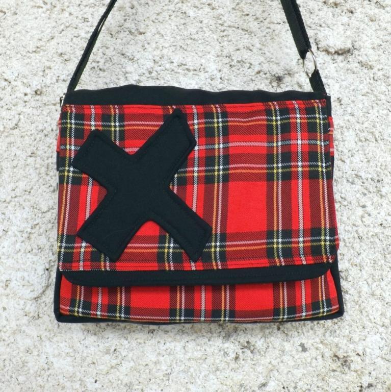 """Sac à main, à rabat """"Zebag"""" écossais rouge et X noir"""