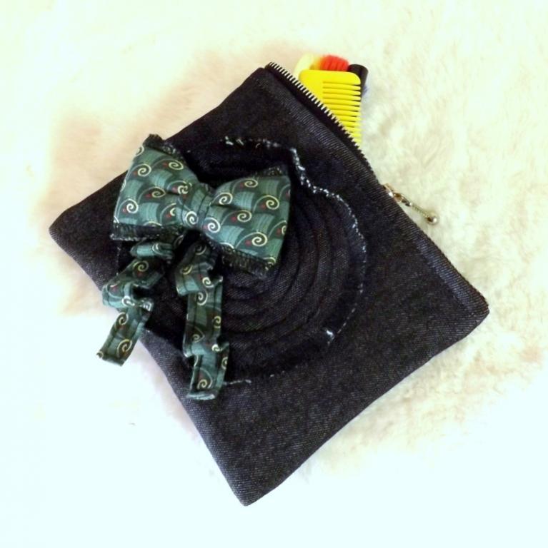 """Trousse """"Troussatou"""" jeans noir à nœud vert"""