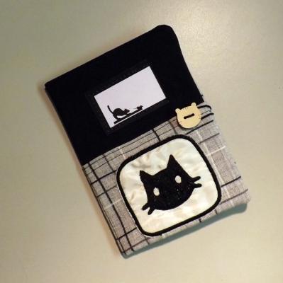 """Housse de carnet de santé pour chat """"Nono"""" noir et gris à tête de chat"""