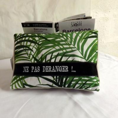 """Coussin de lecture porte livre """" Tigly """" à feuillages verts et message"""