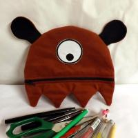"Trousse ""Gloubie"" cyclope marron"