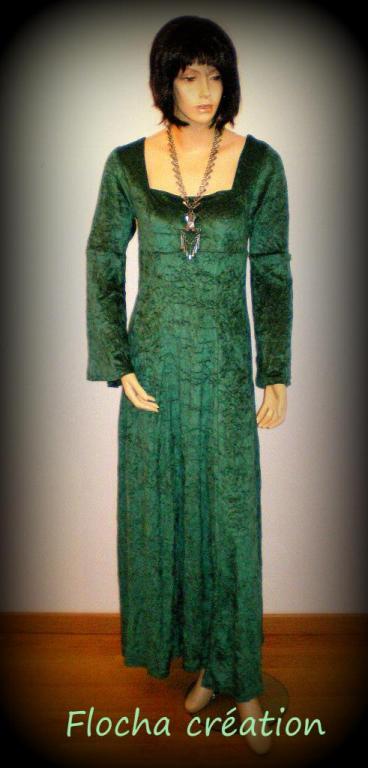 "Robe d'inspiration médieval ""Mady"" vert sapin et noir"