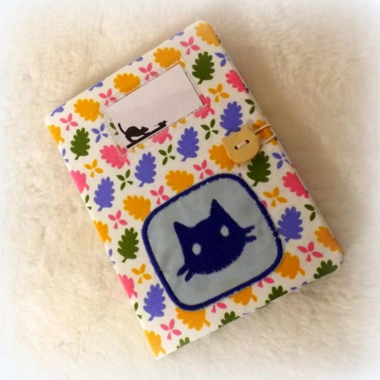 """Housse de carnet de santé pour chat """"Nono"""" à feuilles"""