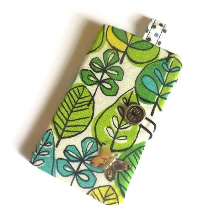 """Porte cartes """"Tébo"""" à feuilles vertes et petits pois bleus"""