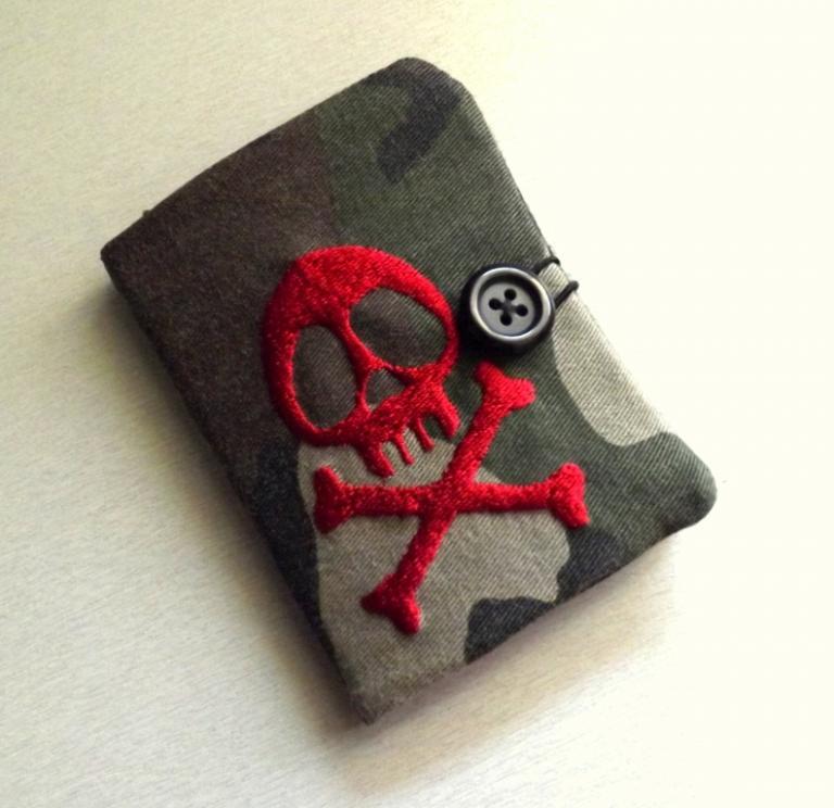 """Porte cartes homme, """"Tébo"""" camouflage et tête de mort"""