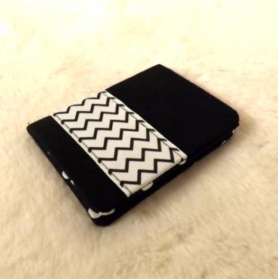 """Porte cartes """"Tébo"""" noir à ruban zigzag"""