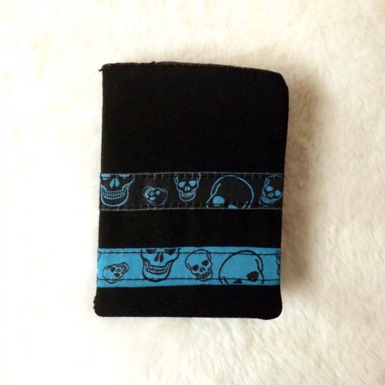 """Porte cartes """"Tébo"""" jeans noir à têtes de morts"""