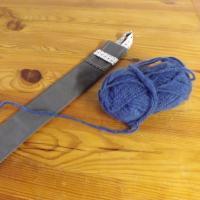 Etui pour aiguilles à tricoter gris foncé à motifs géométriques
