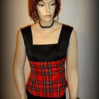 "Top ""Hokilt"" noir, grand écossais rouge"